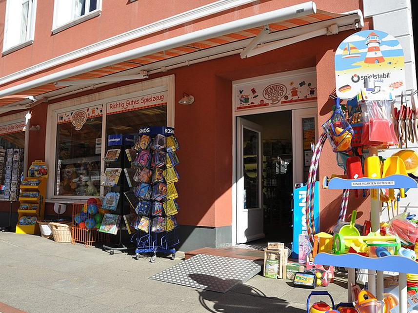 Spielzeugladen Schaukelpferd in Wyk auif Föhr Reethüs 1638