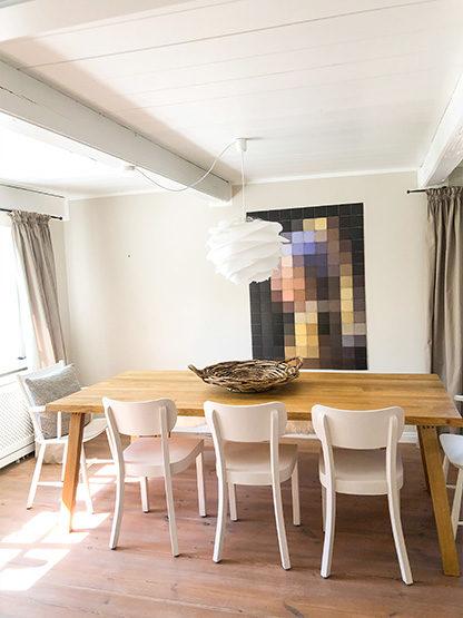 Essszimmer mit großem Esstisch für gesellige Abend für acht im Reethüs 1638