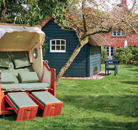 Ferienhaus Föhrperle großer Garten mit gemütlichem Strandkorb für einen Traumurlaub auf Föhr