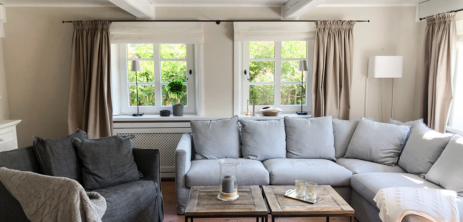 gemütliches Lounge Sofa und Loveseat Reethüs 1638